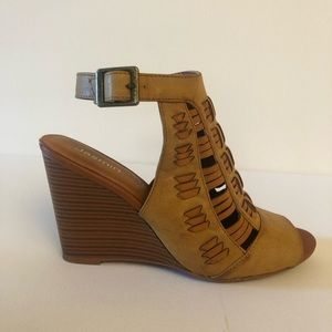 Camel Wedges - Perfect for your Coachella Getup
